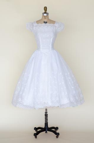 1950s tea length wedding dress from Velvetyogurt